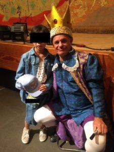 イングリッシュカーニバルの王子と記念写真